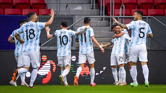 Hàng công Argentina kém hiệu quả: Nhốt sư tử Messi trong chuồng mèo