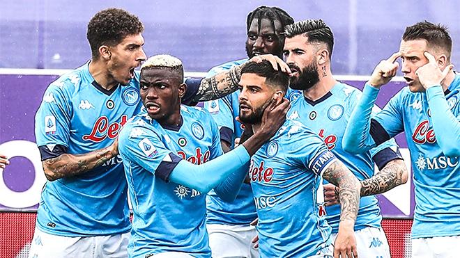 Napoli giành quyền tự quyết trong cuộc đua Top 4 Serie A