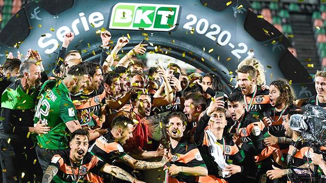 Venezia trở lại Serie A sau 20 năm