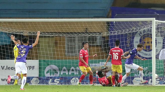 Hà Nội thoát thua Hà Tĩnh ở phút 90