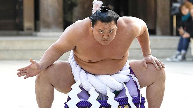 Khi nhà vô địch sumo cũng mắc Covid-19