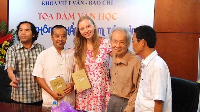 Nhà thơ Trúc Thông: Ở nơi chân trời những cuốn sách