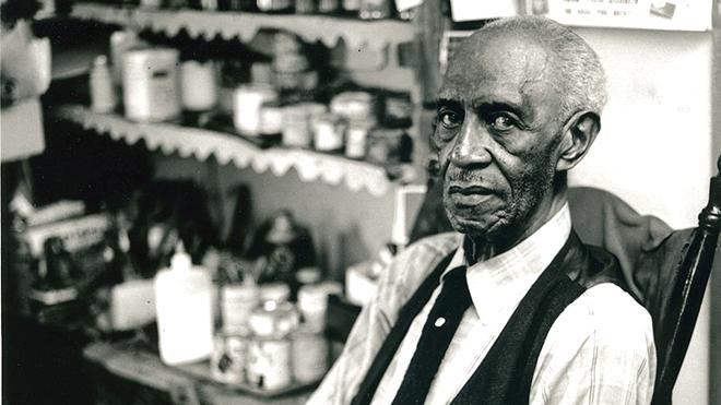 Triển lãm điêu khắc của Elijah Pierce: Hết mình vì quyền bình đẳng