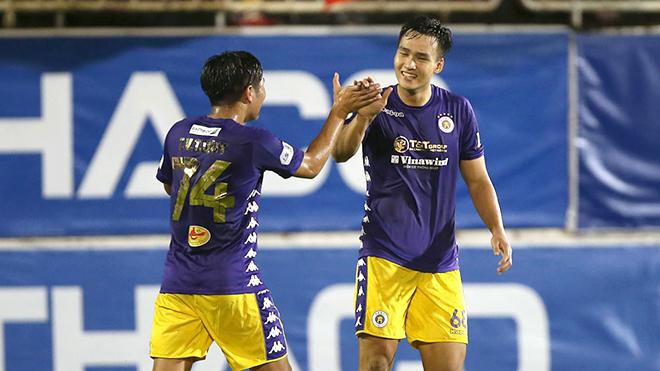 HLV Nguyễn Thành Vinh: 'Cầu thủ trẻ Hà Nội trưởng thành nhanh nhờ các đàn anh'