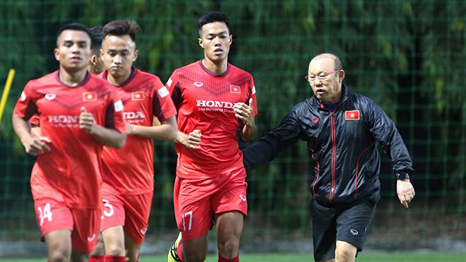 Bình luận viên Quang Tùng: 'Cầu thủ trẻ cần môi trường thử lửa'
