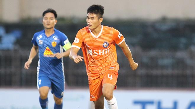 Tiền vệ trẻ Phi Hoàng: 'Chưa bao giờ em từ bỏ giấc mơ bóng đá'