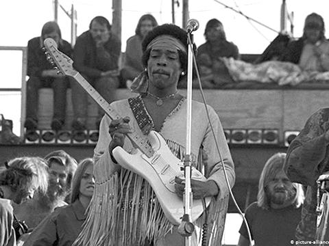 Huyền thoại Jimi Hendrix: Chỉ cần 4 năm để thay đổi lịch sử guitar