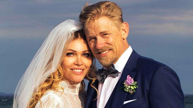 Chuyện Henry, Schmeichel và những cựu danh thủ lấy vợ trẻ ở tuổi ngũ tuần