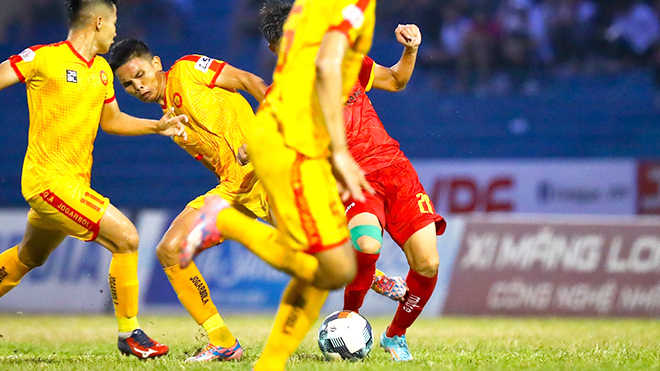 Trọng tài liên tục bị 'tố' từ hạng Nhất đến V League