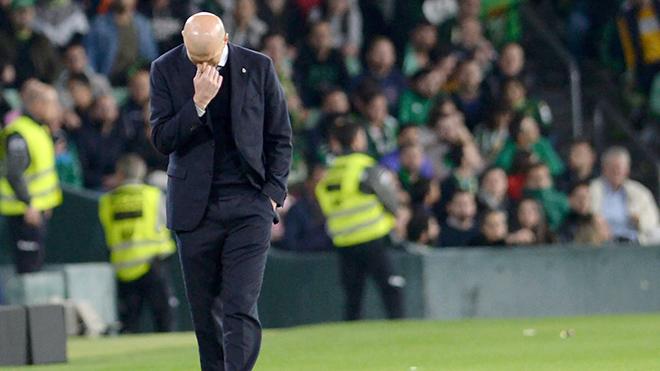 Real Madrid: Đừng để những cánh hoa tàn phai