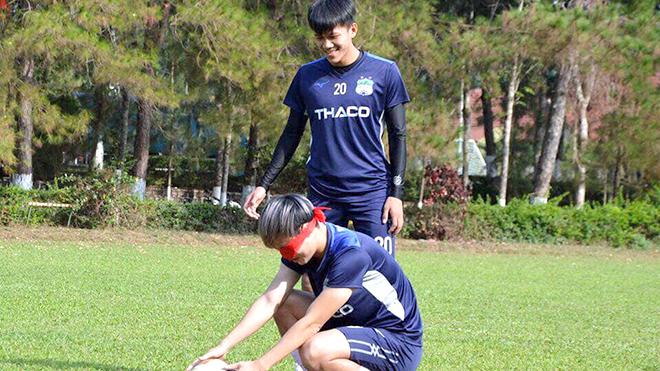 Các đội bóng V League vẫn tích cực tập luyện
