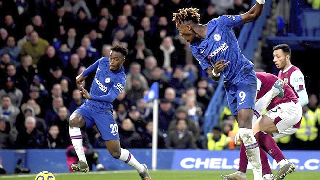 Abraham rực sáng: Chelsea là mỏ vàng của tuyển Anh