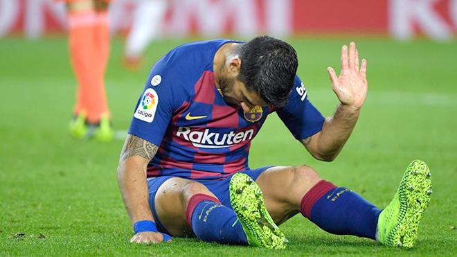 Barca đau đầu vì Luis Suarez