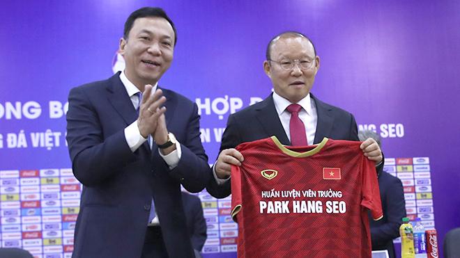 BLV Vũ Quang Huy: 'Cột mốc lịch sử vẫn chờ bóng đá nước nhà ở phía trước…'