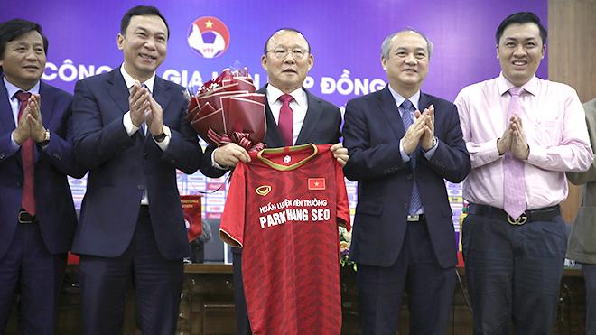 HLV Park Hang Seo: Hợp đồng mới, áp lực mới
