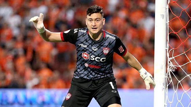 Văn Lâm và đồng nghiệp rối bời với bóng đá Thái Lan