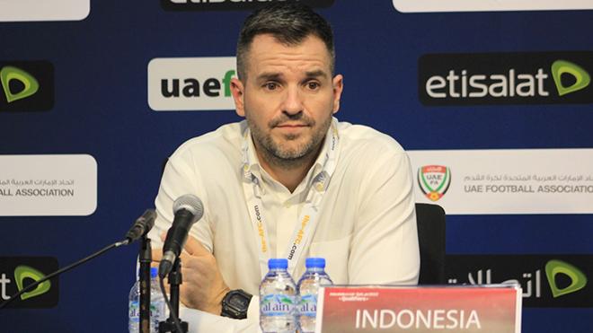 Cầu thủ Indonesia quyết đấu hay 'bẻ ghế' HLV Mc Menemy?