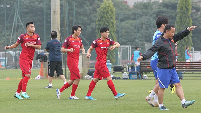 Công Phượng hứng khởi tập luyện cùng đội tuyển Việt Nam