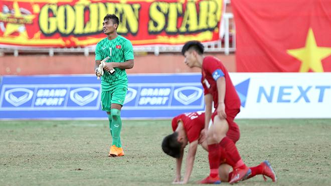 'Đánh bạc' với bóng đá trẻ Việt Nam