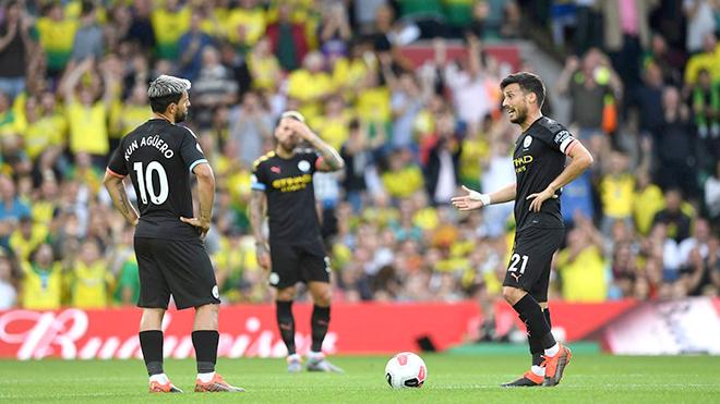 Man City thua sốc vì sai lầm của Guardiola