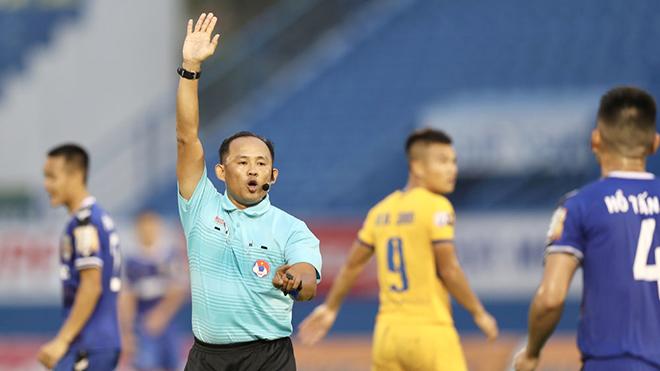 Trọng tài ngoại cho V-League: Liều thuốc chữa hoài nghi