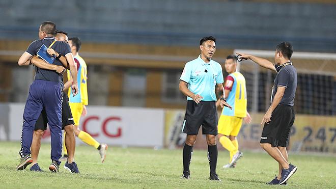 Trưởng ban trọng tài VFF mong các CLB hành xử chuyên nghiệp