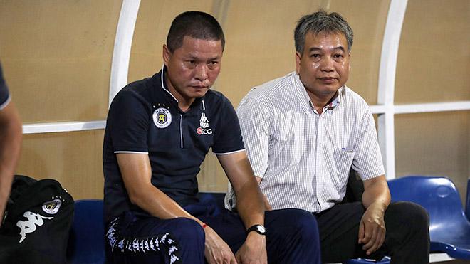 Hà Nội FC lãnh đủ vì HLV Chu Đình Nghiêm nóng tính?