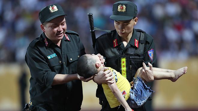 Nam Định vs HAGL: Khi cảm xúc thăng hoa cùng bóng đá