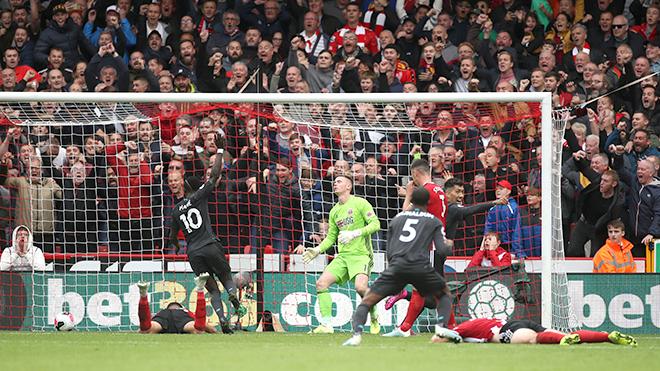 Ngoại hạng Anh vòng 7: Đối thủ mắc lỗi, Liverpool, Man City hưởng lợi