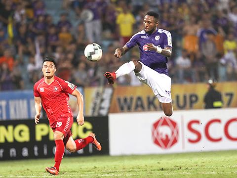 Hà Nội FC gian nan bảo vệ ngôi vương