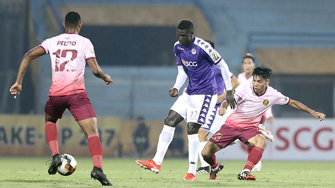 Đương kim vô địch Hà Nội lại áp sát ngôi đầu V League