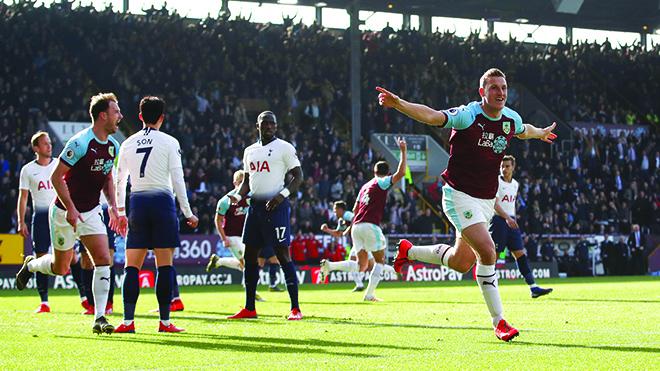 Tottenham trượt chân không đúng lúc, Pochettino chỉ có thể tự trách mình