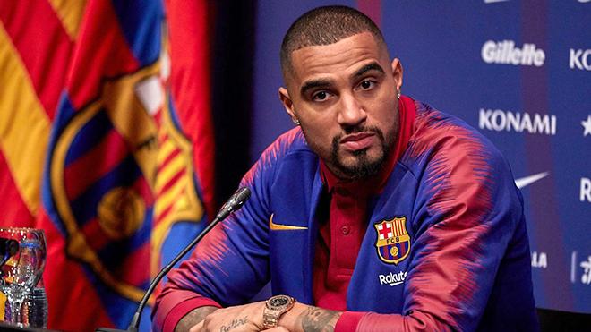 Boateng là đáp án sai cho Barca