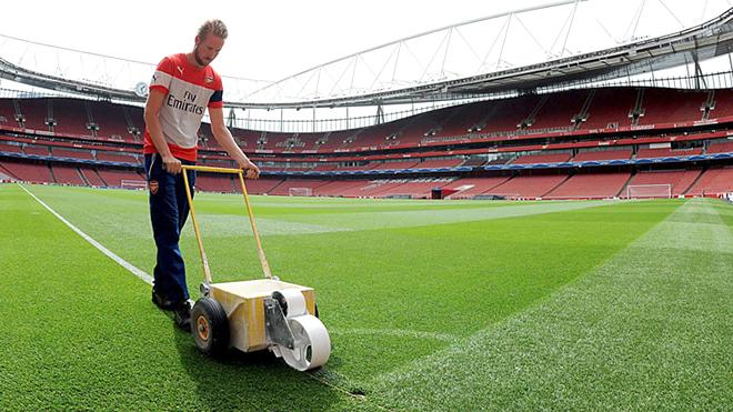"""""""Groundsman"""":  Nghề bạc bẽo ở Premier League"""