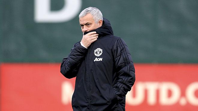 Mourinho: Từ kẻ săn danh hiệu đến kẻ săn… tiền bồi thường