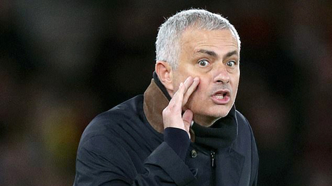 Mourinho đang bị đối xử bất công ở M.U, đúng hay sai?