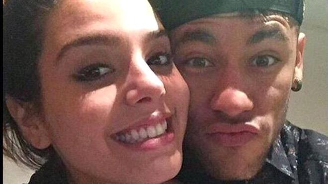 Neymar lộ diện tình mới: Giấu đầu hở đuôi