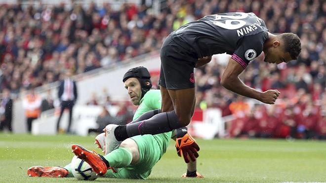 Arsenal thắng trận thứ 4 liên tiếp: May hơn hay