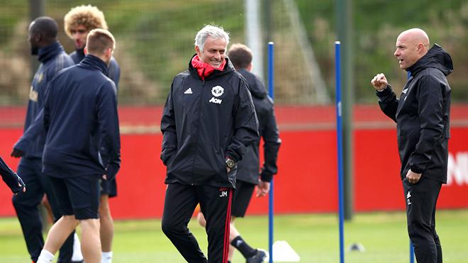 Thiếu định hướng, M.U muốn thay Mourinho cũng khó