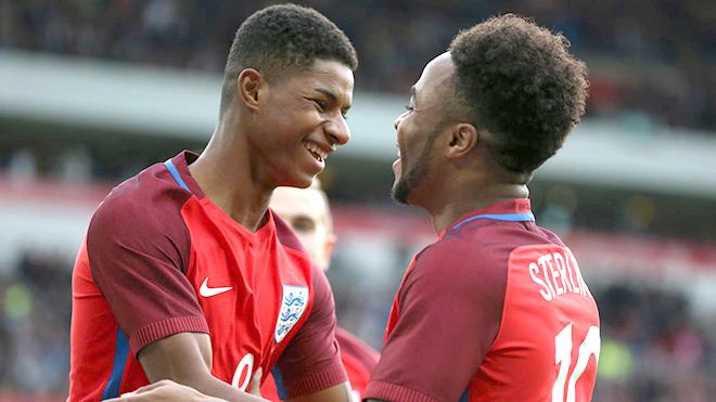 Nhìn Rashford ghi bàn mà ngán ngẩm cho Sterling
