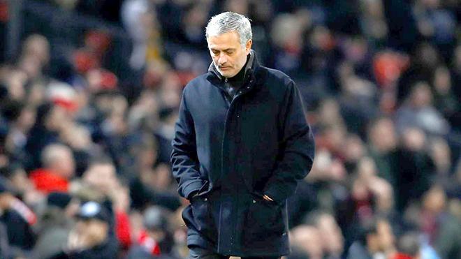 Vấn đề của M.U: Bước qua những khó khăn được không, Mourinho?