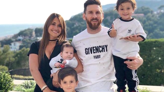 Vợ Messi bị tố giật dây chồng điều khiển HLV Sampaoli
