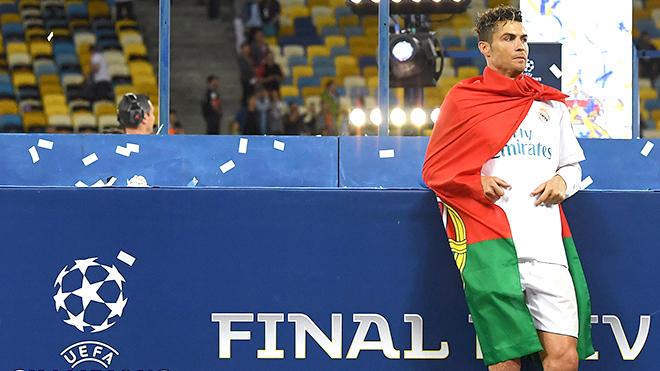 Ronaldo muốn rời Real? Vâng, xin mời!
