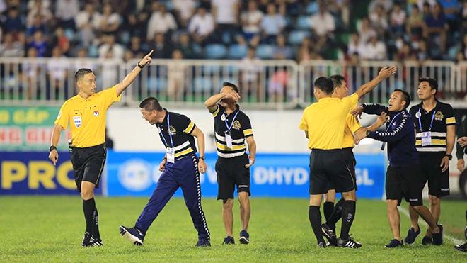 'Nội chiến' U23 Việt Nam che mờ tất cả tại vòng tứ kết Cúp QG - Sư tử trắng 2018