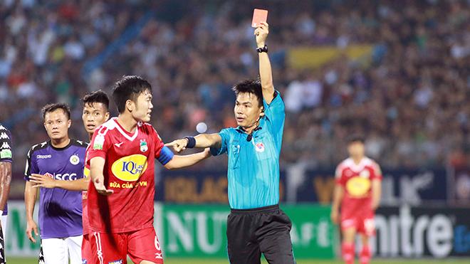 Hai thái cực U23 Việt Nam tại sân Hàng Đẫy