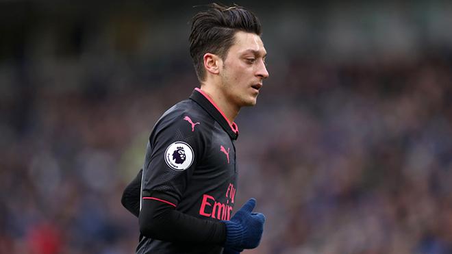AC Milan vs Arsenal: Mesut Oezil, gánh nặng hay người hùng giải cứu Arsenal?