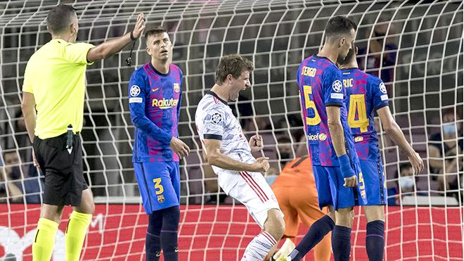 Bayern Munich dạy Barca về làm bóng đá