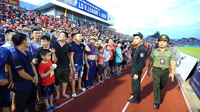 BTC sân Hà Tĩnh chấp nhận án phạt 15 triệu sau sự cố vỡ sân