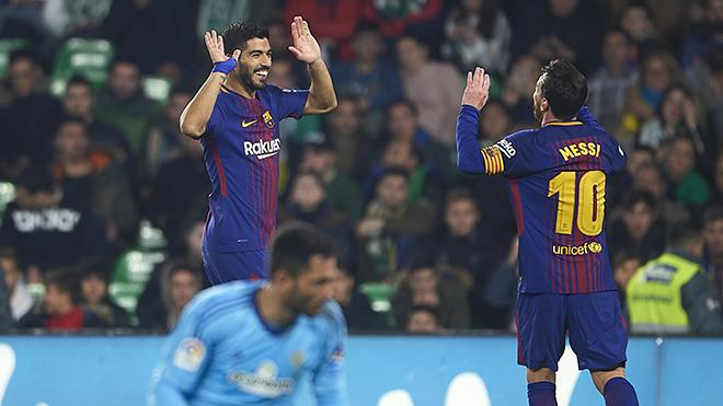 Luis Suarez đang là 'Con quái vật' của lịch sử Barca