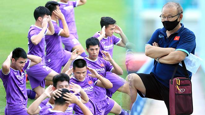 Đội tuyển Việt Nam đá thế cửa dưới